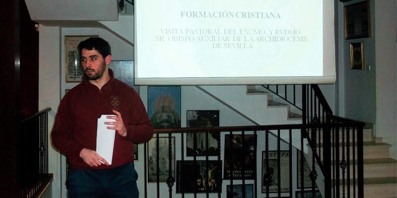 Formación por la visita pastoral a Estepa del Obispo Auxiliar de Sevilla